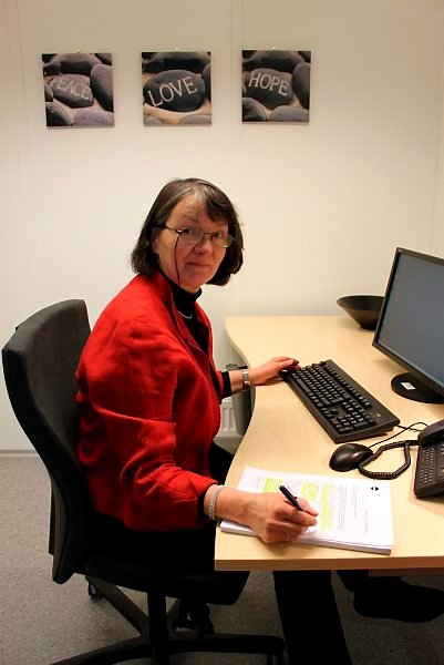 Fungerende NAV-leder Oddrun Goksøyr kan trenge både peace, love og hope for å få ned tallet på uføre i Porsgrunn.