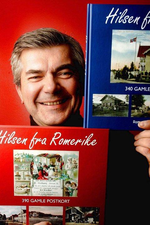 HILSEN KJELL: Kjell Aasum er ute med sin andre bok om gamle postkort.  FOTO: ROAR GRØNSTAD