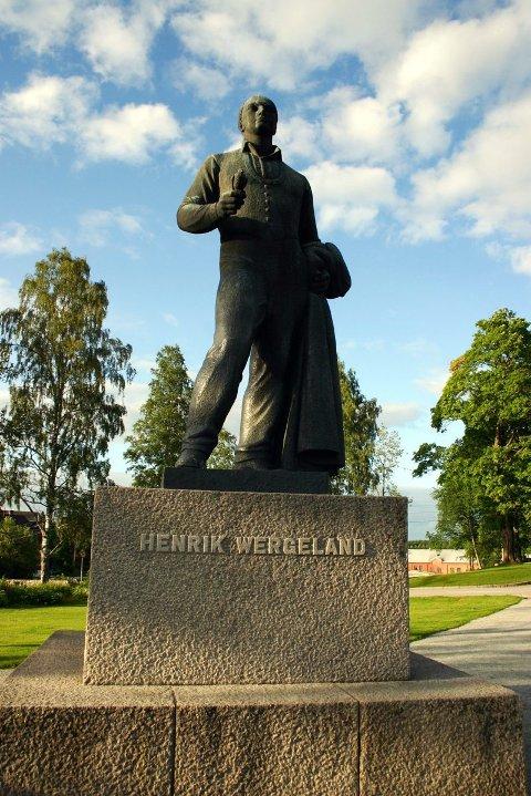 HENRIK WERGELAND: Norges kanskje største lyriker. Statuen er laget av Ottar Espeland, og avduket 13. juni 1962 av kong Olav V