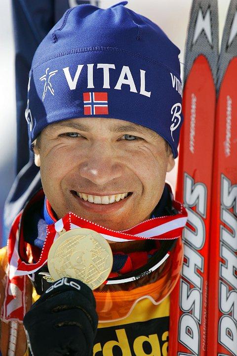 Ole Einar Bjørndalen ble lørdag verdensmester etter å ha vunnet VM-sprinten i skiskyting i østerriske Hochfilzen. Søndag vant han jaktstarten.