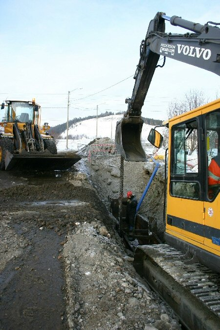 Kloakkledningene legges flere meter under vannet fram til den nye pumpestasjonen på Kronstad.