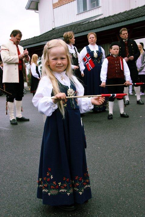 SPENT: Femårige Adele Torp klar for å gå i tog ved Solør Montessoriskole. FOTO: KJELL I. WÅLBERG