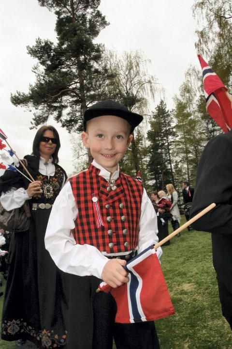 Didrik Løvbæk i barnetoget på Flisa FOTO: TORE HUUSE ØWRE