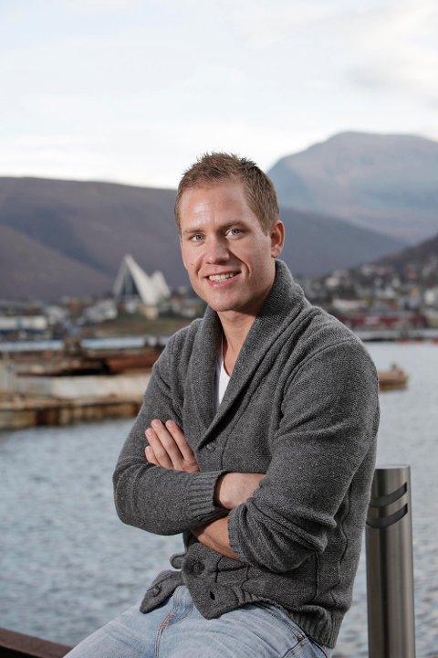 TROMSØGUTT: Børge Robertsen bodde sine første åtte leveår i Mosjøen, men siden har det vært Tromsø for alle penga. Å selge byen til sjakkverden er hans minste problem.
