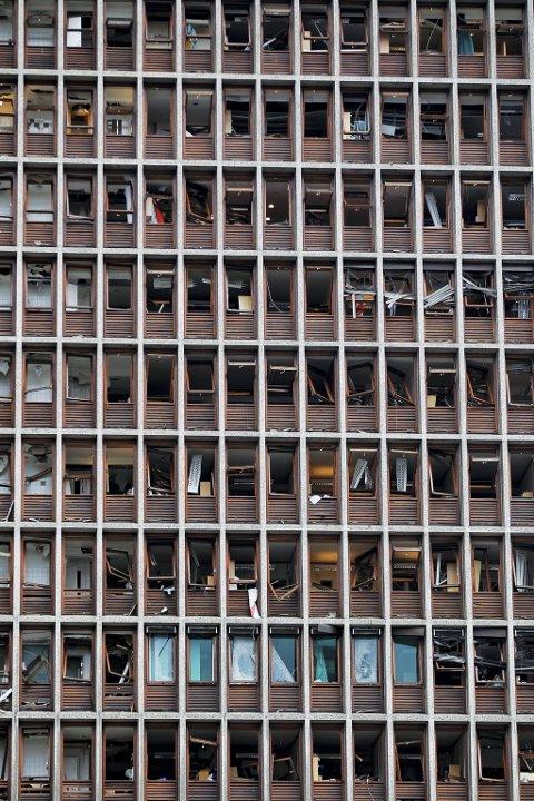 Deler av Regjeringskvartalet (Høyblokken) etter terrorbombingen i Oslo 22 juli. 2011.