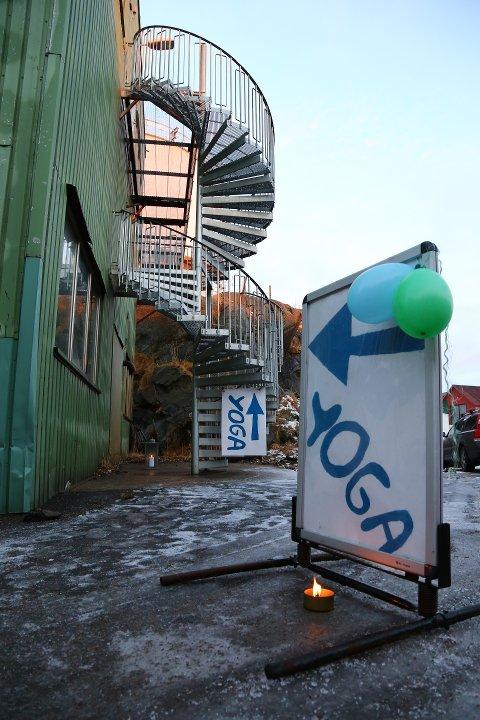 Lofoten Yogastudio holder til på kaia i Stamsund, bak Teater Nor.
