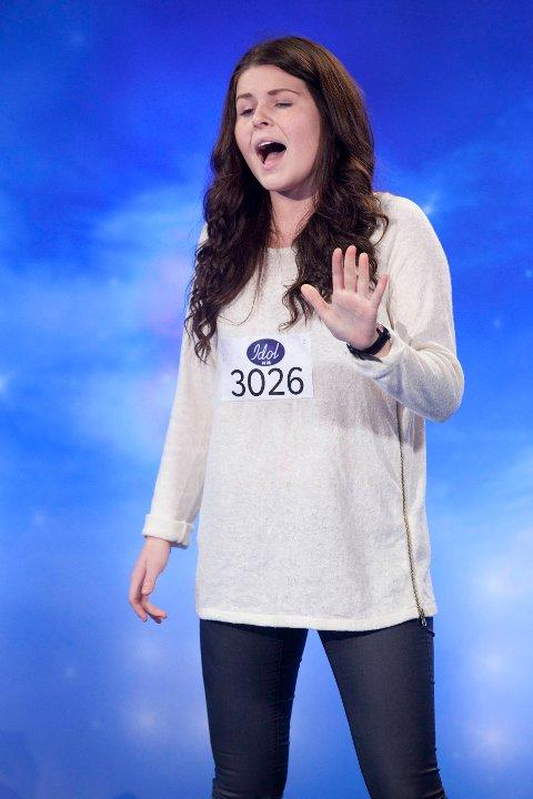 Rikke Løngaard (16) fra Bodø møtte opp på Idol audition. Hennes sangnummer sendes ikke på TV.