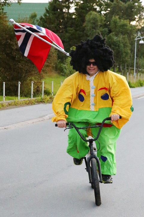 Tor Eidem har fått æren av å være Gravdals lokale maskot. Sykkelteknikken skal være helt særegen.