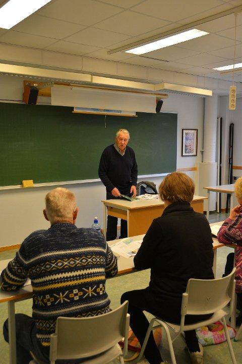 - Når man blir seksogåtti...Gunnar Kambestad er språkmektig og elsker å undervise.