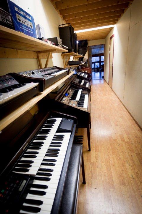 Syversen har i mange år drevet med reparasjoner av orgler. Nå har han en av landets største orgelsamlinger.