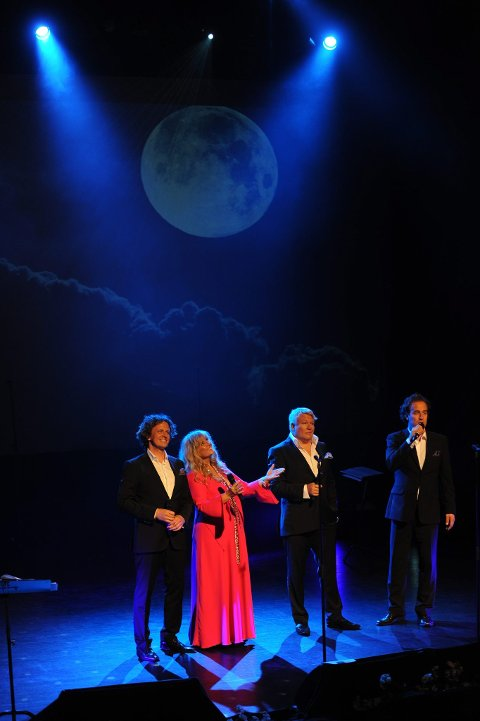 Hanne Krogh har med seg de beste. Marius Roth Christensen, Thomas Ruud og Jan Erik Fillan. Og et band av de aller ypperste.