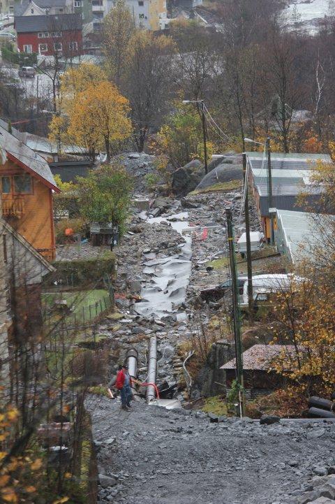 STORE ØDELEGGELSER. Vann - og kloakksystemet i kommunen fikk hard medfart under flommen. Arbeidet med å fikse skadene blir trolig rundt  50 millioner kroner uten moms.