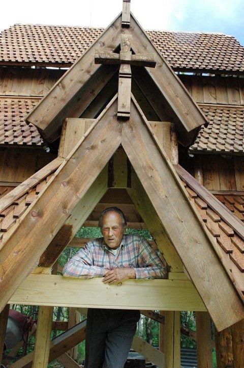 Gammel byggekunst. ? Jeg er imponert over gammelkaran som klarte å bygge slike kirker på 1200-tallet, sier Magnus Stensland.Foto: Dag Pettersen
