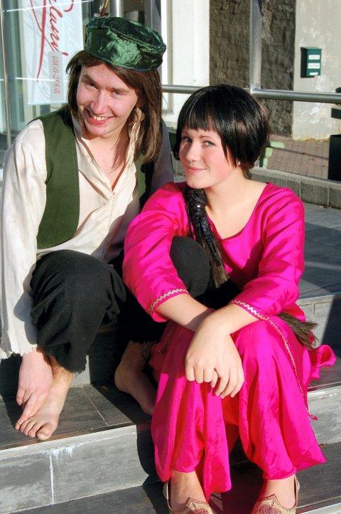 ERFARNE: Christer Holtet Dahlin (21) og Maren Ylva Sørensen (15) spiller Aladdin og Jasmin, og har begge vært med i teateret i åtte år.