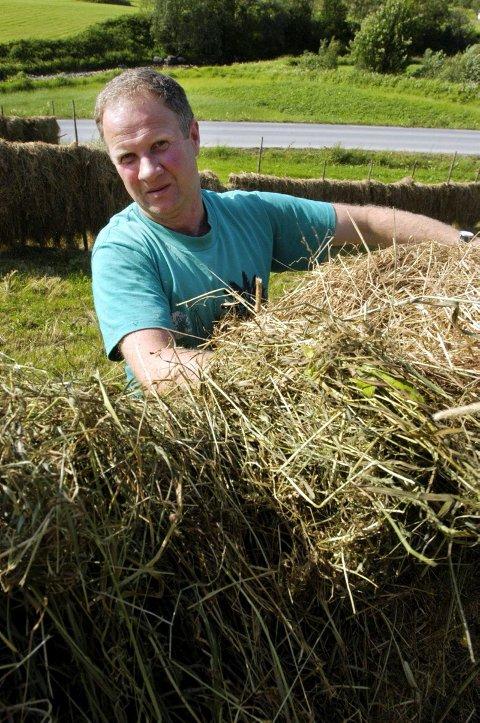 LIKER IKKE SALG: Magnus Myrvoll, leder for Vefsn Bondelag, mener det er en kraftig forringelse av et gårdsbruk å selge ei melkekvote. Han sier samtidig at det er positivt at noen vil satse stort. (Arkivfoto: Tor Martin  Leines Nordaas)