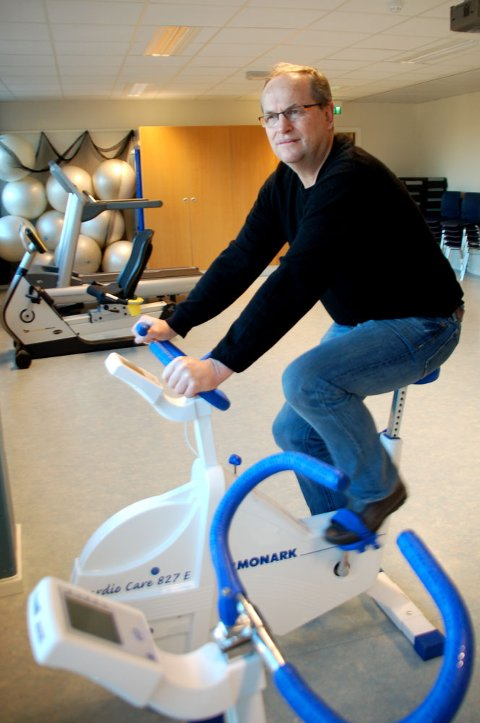 Arne Steinsvåg går til behandling på Haukeland og ser frem til å bruke den nye treningsrommet.