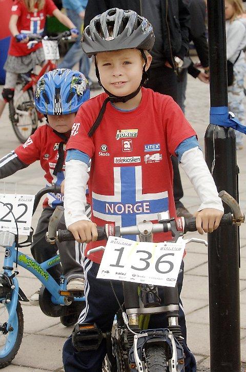 RUTINERT: Åtte år gamle Emil Thorvaldsen var med og syklet også i fjor.
