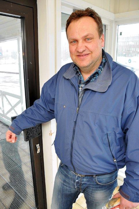Anders Paulsen i Aksjonsgruppen for et fullverdig fødetilbud forventer et konkret svar på når utredningen for de fødende starter. Foto: Lise Fagerbakk