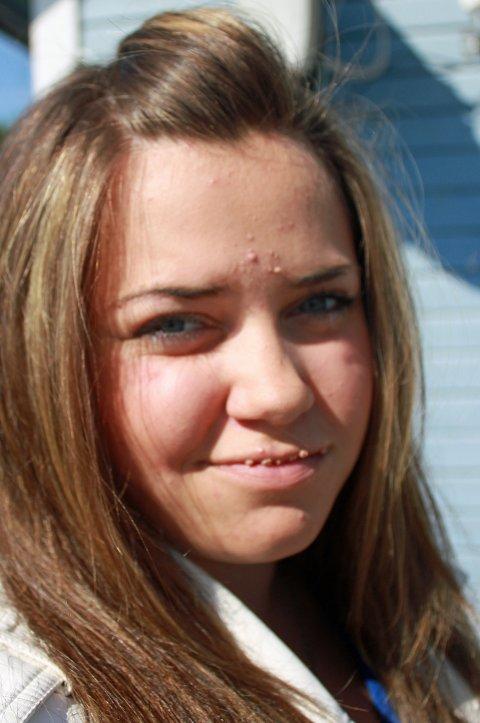 Mariell Sørensen (16) er snart ferdig med ungdomsskolen. Da må hun begynne på ny skole, i ny kommune. Det gruer hun seg litt til.