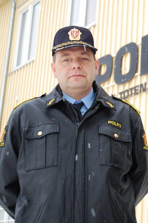 Seksjonssjef Bjørn Slåtsveen ved etterforskningsenheten i Vestoppland politidistrikt sier man aldri skal betale noe hvis man er i tvil.  Akrivbilde.