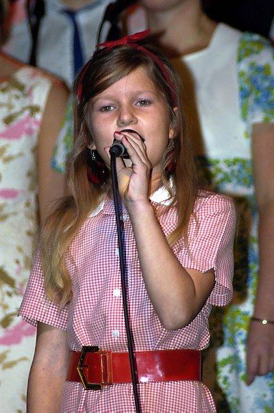 Sjarmtroll: Frida Hol Ellingsen (10) høstet den største applausen da hun sang «The carnival is over.»   (Bilder:Tor Martin Leines Nordaas)  .