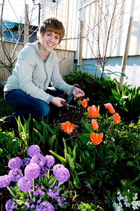Sortland hagelag er blitt prisvinner, og kåret til årets hagelag 2009. Leder Marian Leonhardsen blant blomstene.