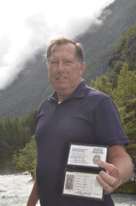 KONTAKT. Som tidligere politimann gikk Robert L. Hahnke tjenestevegen via Hardanger Politidistrikt da han ville starte etterforskningen av hva som egentlig skjedde ved Låtefoss for 118 år siden.