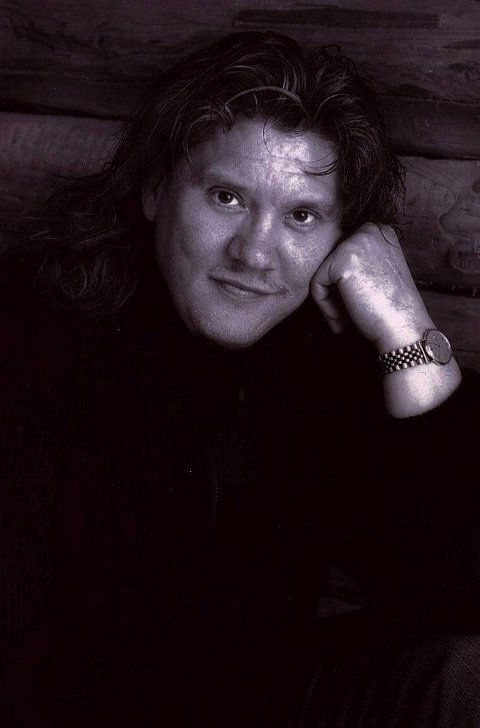 """TATERVISER: Hilmar """"Bussi"""" Karlsen fra Raufoss synger både taterviser og Prøysen i regi av Folkeakademiet i år."""