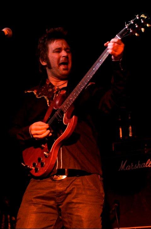 BLUESROCK: Magnus Lillengen lot gitaren skrike. Foto: Hallgeir Bakken.