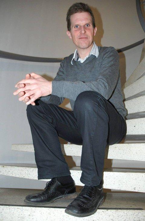 Beholder tittelen: Både kommunalsjef Sigmund Vister og hans kollega kommunalsjef Synnøve Rambek fortsetter som kommunalsjefer. I nabokommunen Spydeberg ble en av kommunalsjefene omplassert.