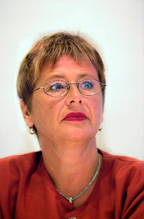 Helga Hjetland, styremedlem i Noregs Mållag, kjem til målmøtet i Florø.