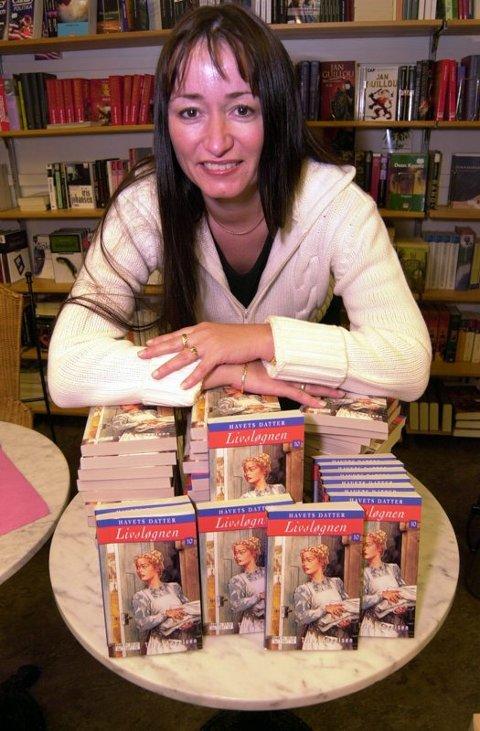 """Forandet livet. Romanserien om """"Havets datter"""" gir millioninntekter til Trine Angelsen på Leivset ved Fauske. Foto: Hans Trygve Holm"""