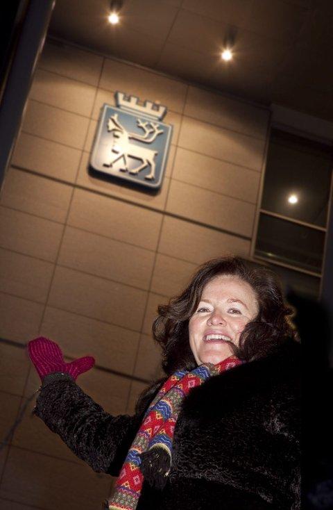 UT MED REINEN! Sidsel Helene Meyer tar til orde for å bytte reinen i kommunevåpenet med nordlyset.Foto: Ole Åsheim