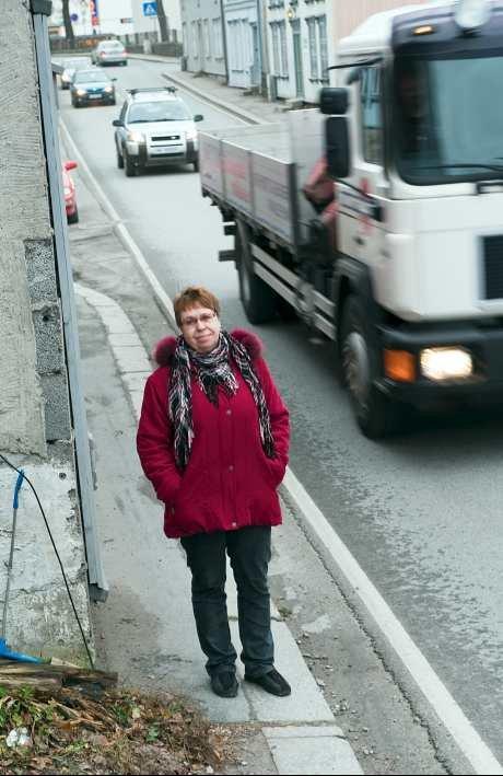 - Vi har trafikk på to sider av leiligheten. Verst er støyen fra Elvegata, men det er også mye trafikk ned Elvestredet, sier Lill-Britt Karlsen og Finn Ivar Olsen.