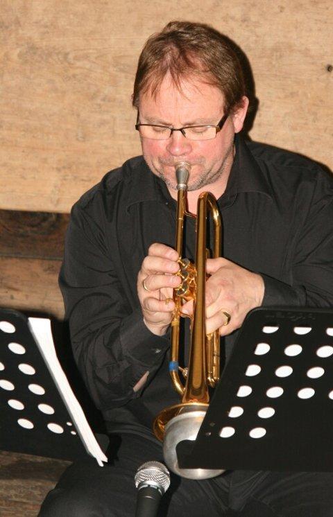 ARILD B. NIELSEN har komponert var og vakker musikk til førestellinga «Ein bete blåe rosor».