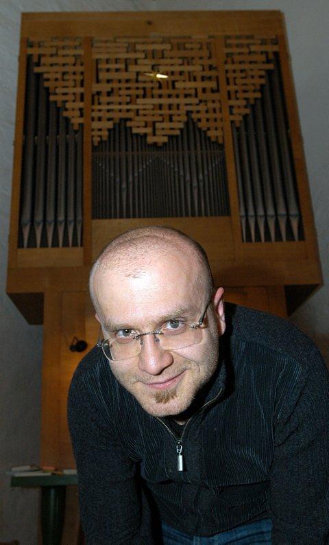 INGEN OVER: Ivan Sarajishvili slutter som kantor i Gran og flytter til Stavanger for å bli domkantor fra nyåret. Men orgelet i Mariakirken finnes det ikke makan til, og han klarer nok ikke å holde seg unna.