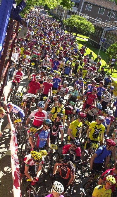 TRANGT: Det er ikke bare i Borensberg ved Motala det er trangt på startstreken. I hele Sør-Sverige arrangeres det terrengritt på sykkel. (Foto: Per Vikan)