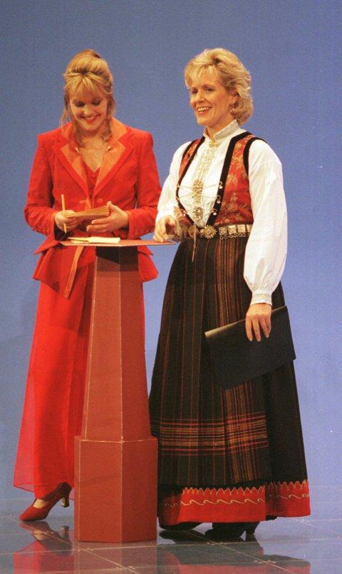 Melodi Grand Prix: Ragnhild Sæltun Fjørtoft har vært med på mye i sine knapt 40 år i NRK. Her fra Melodi Grand Prix-finale i 1996, sammen med Ingvild Bryn. FOTO: SCANPIX