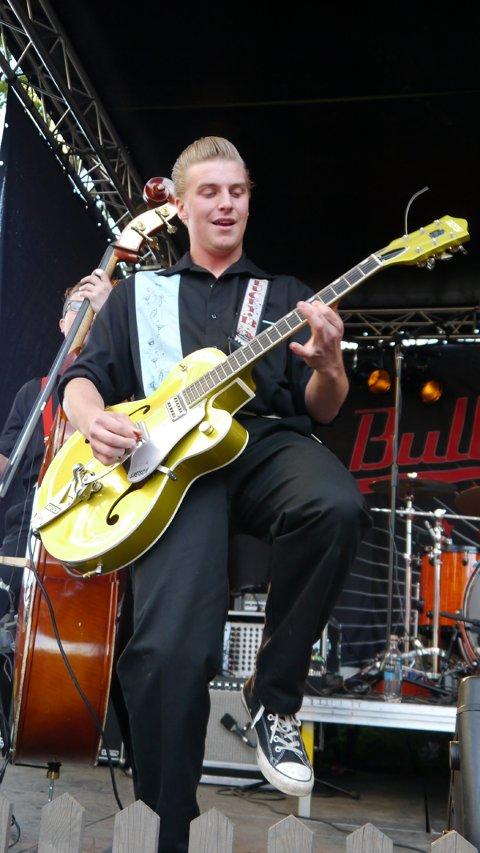 ROCKABILLY: Gitarist og vokalist Martin Kjærnet i Bullet Proof.