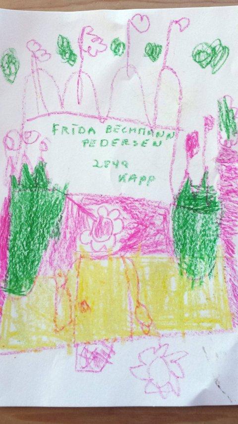 SLOTT: Seks år gamle Frida Bechmann-Pedersen fra Kapp har tegnet et slott. Hun går i 1. klasse på Kapp skole. Tusen takk for flott tegning, Frida!
