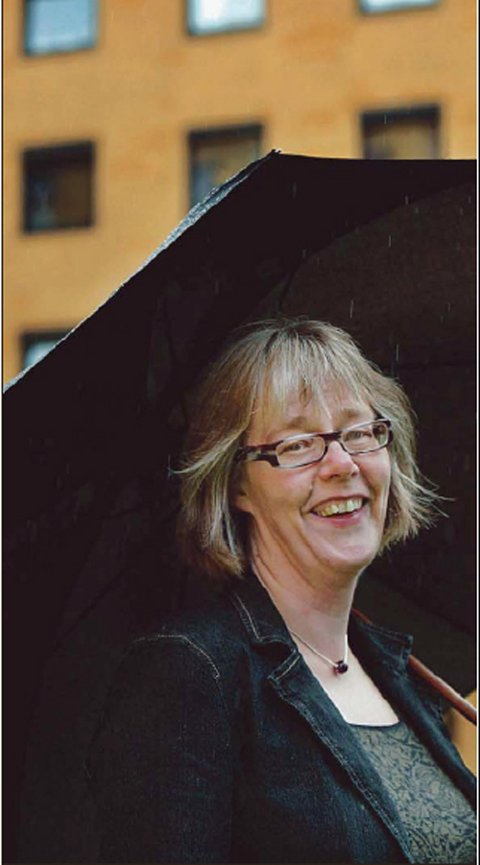 LITE KLINIKKJOBBING: Yrkesveien til Anne Grethe Erlandsen har blitt til mens hun har gått. I 1979 ante ikke den nyutdannete sykepleieren at det skulle bli så lite klinikkjobbing. (Foto: Johnny Helgesen)