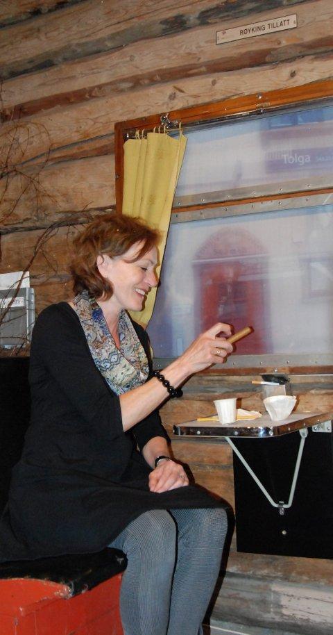 PÅ TOGET: Helga D. Storbekken har intallert en kupé fra tider som har gått i gangen. Det gir fort minner om svunnende tider. (Alle foto: Margrethe Otnes)