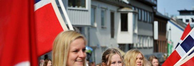17. mai 2012   Barnehagetoget i Bodø sentrum   Foto: Marthe Brendefur