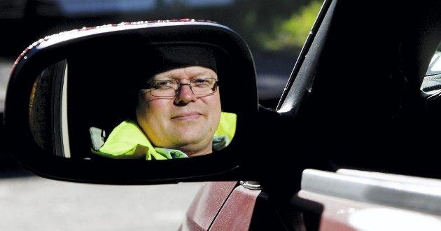 REAGERER: Patrik Ottosson er svensk, men jobber mye i Norge. Han reagerer på den norske kjørestilen, som han mener er mer aggressiv og egoistisk enn i Sverige. ? Det gjelder selvfølgelig ikke alle, men mitt bestemte inntrykk er at forskjellen er betydelig, sier han.FOTO: MARTIN LUNDSVOLL