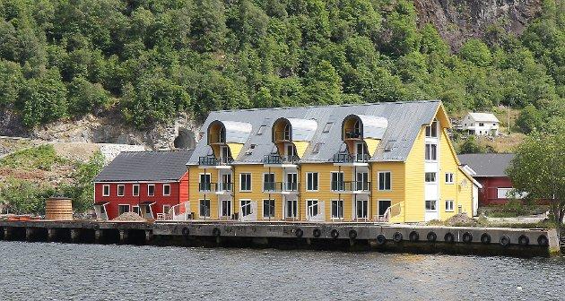 Hans-Peter og Gisela Kämpfer har bygt om Kristofferbuene til ni moderne leilegheiter på 95- 130 kvadrat. Dale Tønnefabrikk AS stod på tomta før, men brann ned i 1987.