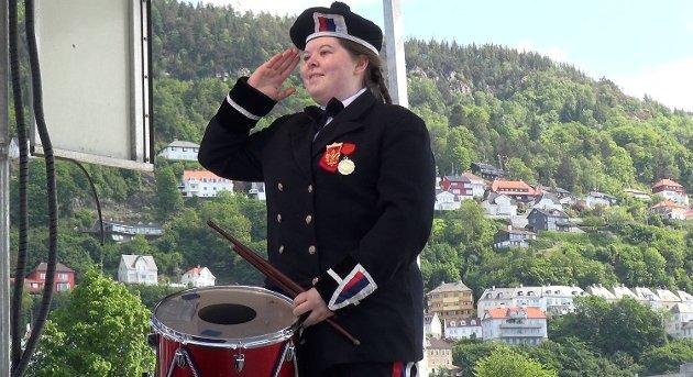 Malin Sveen Alfheim (18) fra Lungegaardens Buekorps konkurrerte under buekorpsenes dag.