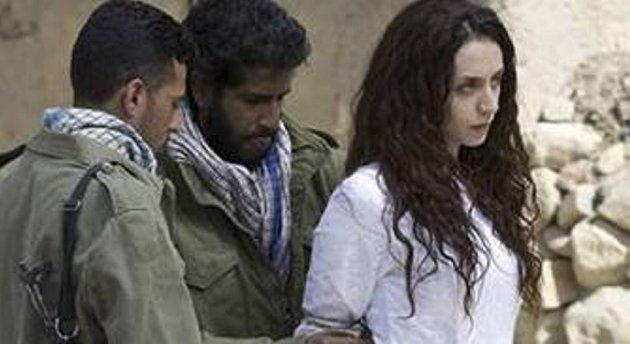 En ung kvinne steines etter mistanke om utroskap, Shohreh Aghdashloo spiller den kvinnelige hovedrollen.