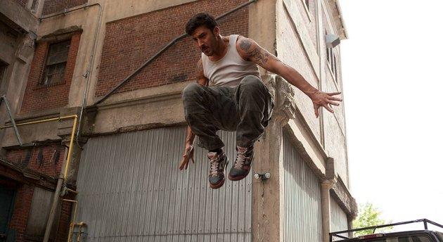 Parkourmester og gründer David Belle får deg til å føle friheten i parkour i actionfilmen «Brick Mansions».