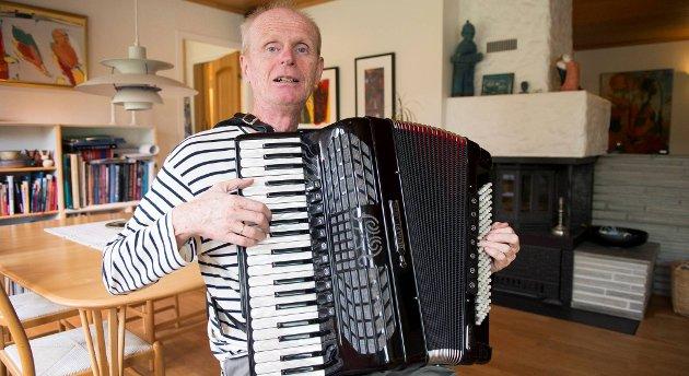 Gabriel Fliflet snakker fortsatt svensk med sin mor og sine to søsken. Samtidig er musikeren og komponisten bergenser på sin hals. 56-åringen har i mange år vært en viktig drivkraft i byens folkemusikkmiljø, der norske og utenlandske musikere har en møteplass.