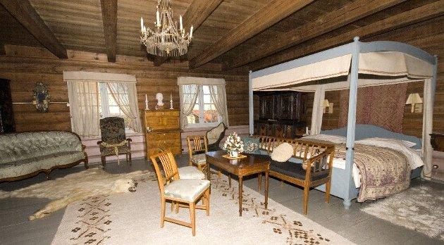 LUKSURIØST: Her er ett av soverommene på Øvre Vilberg gård - en av de dyreste eiendommene noen gang solgt på Romerike.